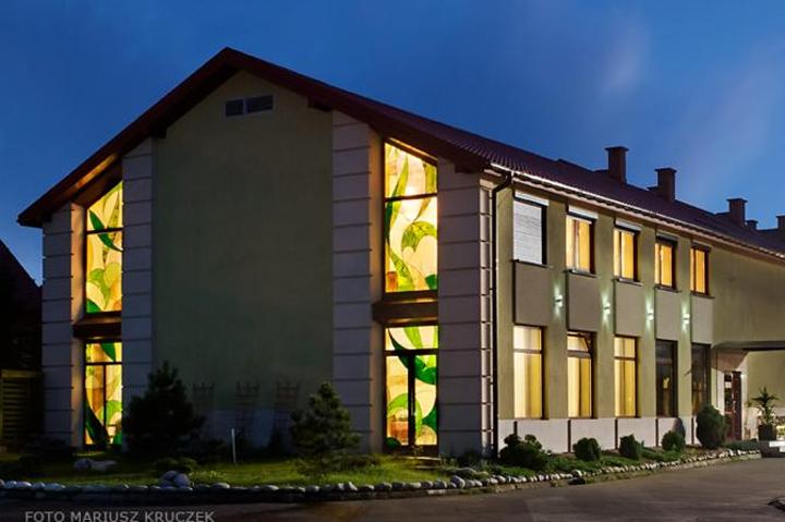 Boka hotell i Krakow och Auschwitz